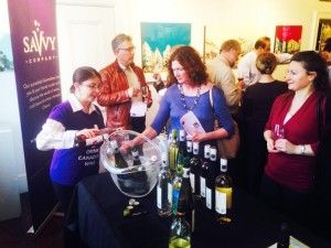 Savvy-Company-Event-Erin-Sue-Bolling-serving-Denise-Yaternick-709x532